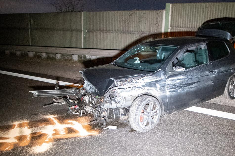 Alkohol und Drogen? 25-jähriger Fahrer kracht wiederholt gegen Leitplanke