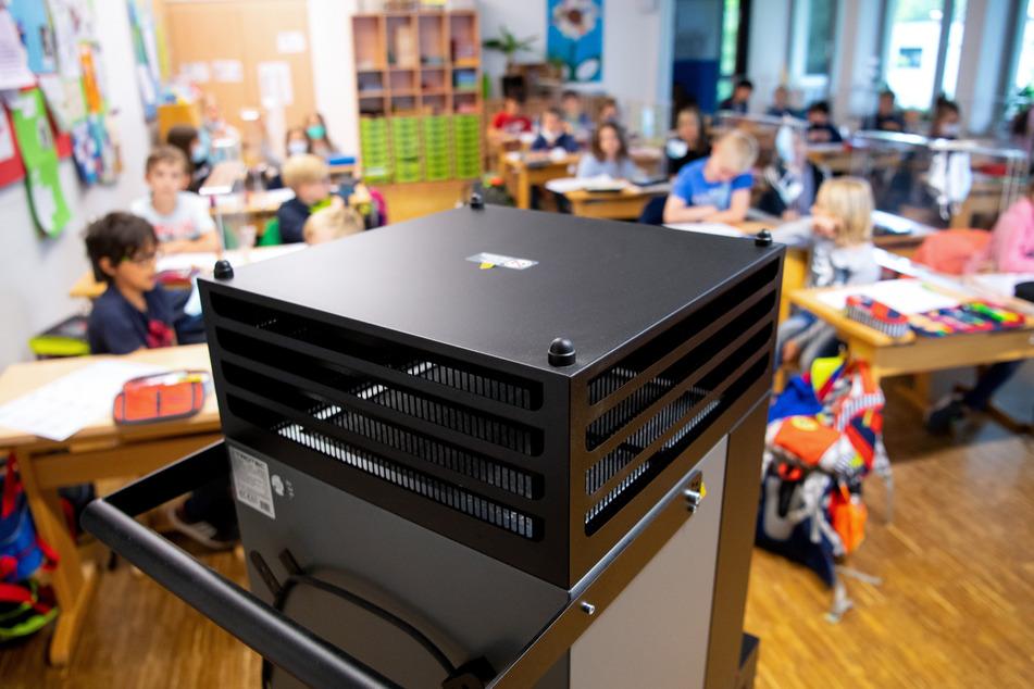 Viele sächsische Schulen hofften, mit Luftfiltern sicher durch die Corona-Zeit zu kommen - diese Hoffnung dürfte nun enttäuscht sein.