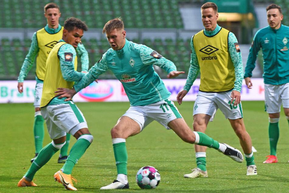Niclas Füllkrug (M.) kehrte nach seinem Zehenbruch in die Startformation des SV Werder Bremen zurück.