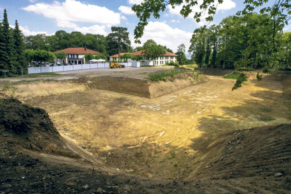 """Neben der jetzigen Baugrube befindet sich das """"Enotria da Miri im Lucknerpark""""."""