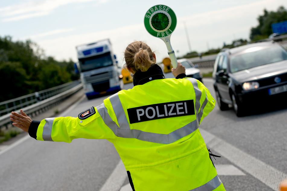 Polizei zieht Busse und Lastwagen im Norden aus dem Verkehr!