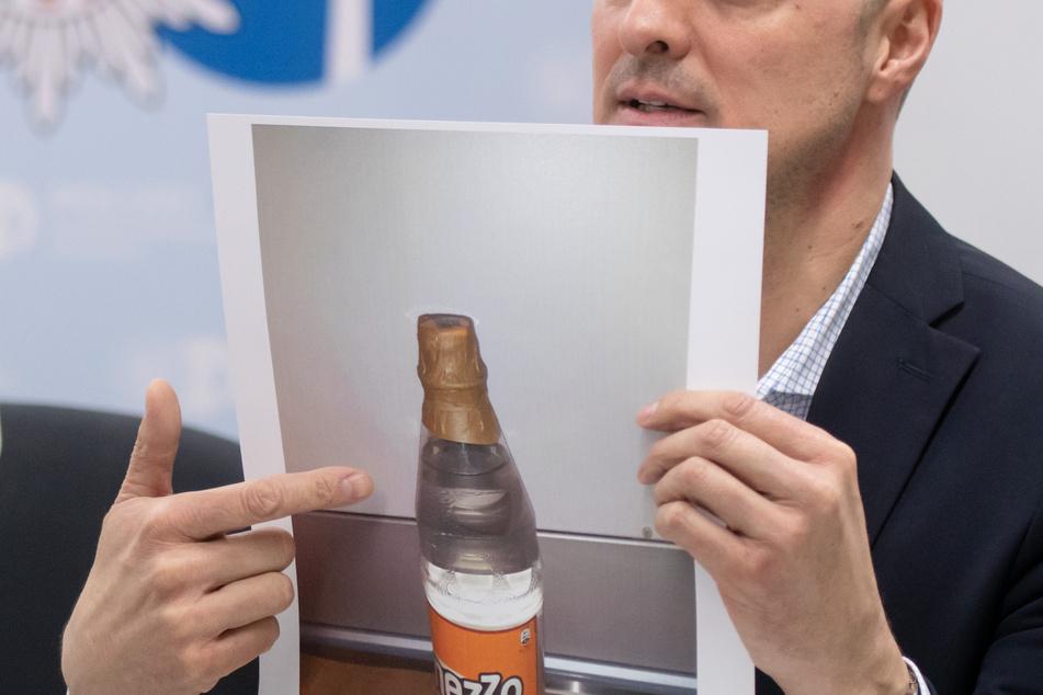 In den beschlagnahmten Behältern waren Flüssigkeiten zur Herstellung illegaler Amphetamine.