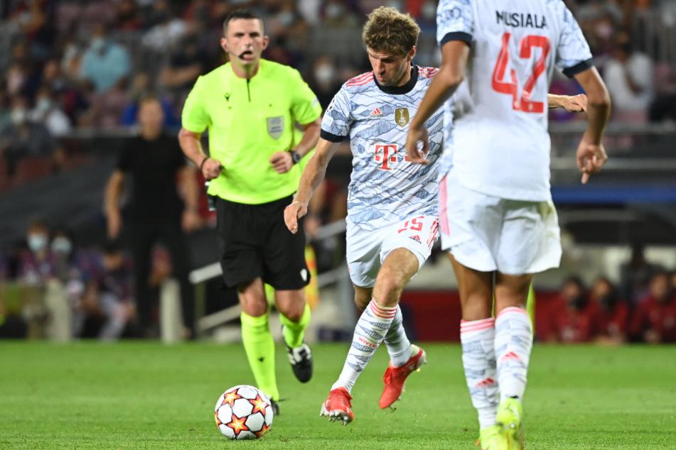 Thomas Müller zieht ab und trifft zur 1:0-Führung für die Bayern.