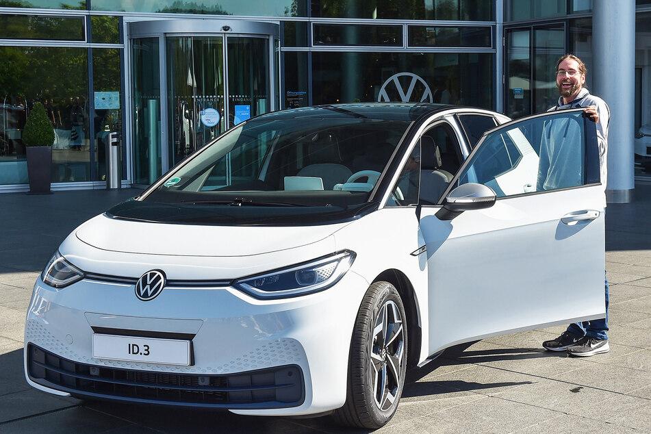 Verkaufsstart für den elektrischen VW: Dieser Mann fährt jetzt den ersten ID.3!