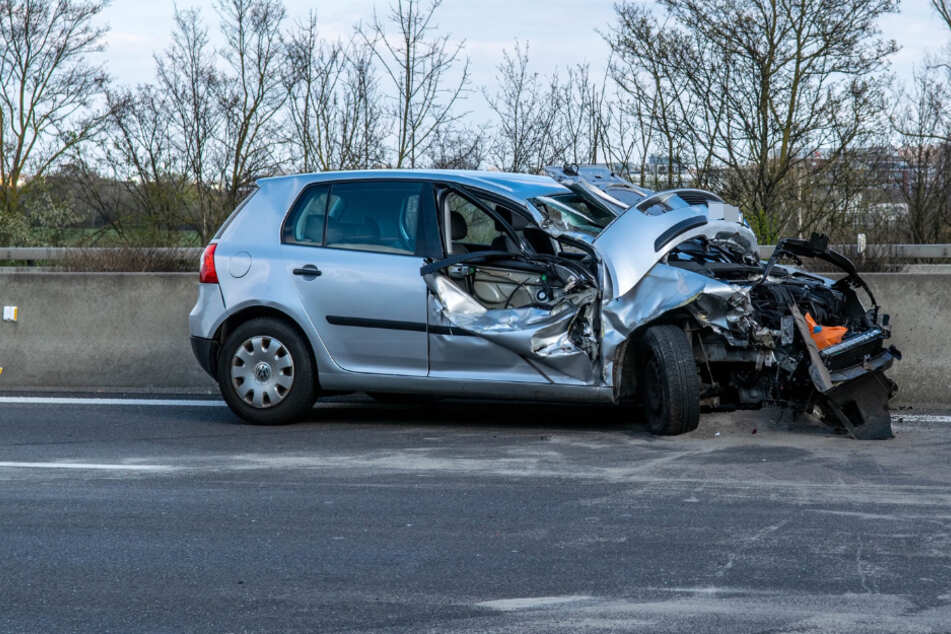 Das Auto wurde massiv eingedrückt.