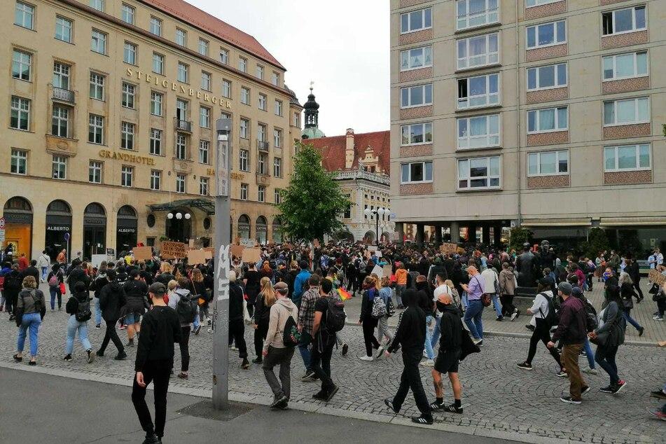 Mehr oder weniger hielten sich die Demonstranten an den Mindestabstand.