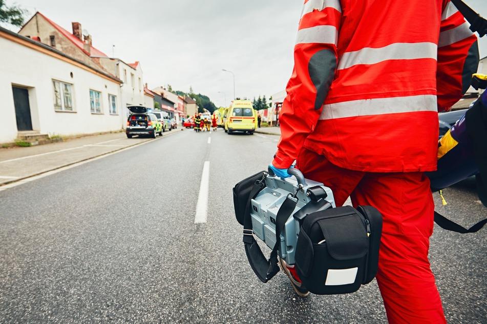 Der Rettungsdienst wurde am frühen Morgen zum Tatort gerufen. (Symbolbild)