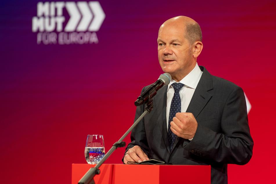 Bundesfinanzminister Olaf Scholz (63, SPD) teilte in Düsseldorf mit, dass der Bund für die Bewältigung der Pandemie 400 Milliarden Euro Kredite aufgenommen hat.