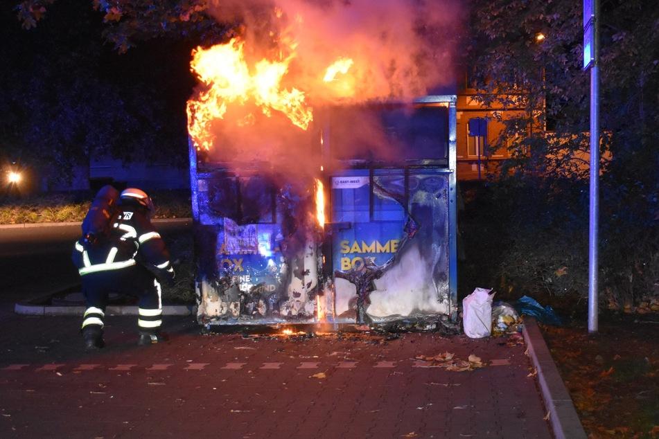 Unter anderem brannten mehrere Container sowie eine Trafostation. Die Polizei hat Ermittlungen wegen Brandstiftung eingeleitet.