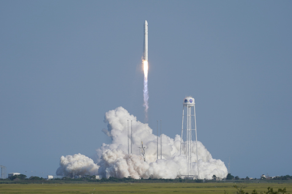 Im August startete eine Antares-Rakete. Bei dem geplanten Versorgungsflug am Samstag soll das menschliche Gewebe mit auf die Raumstation gebracht werden.