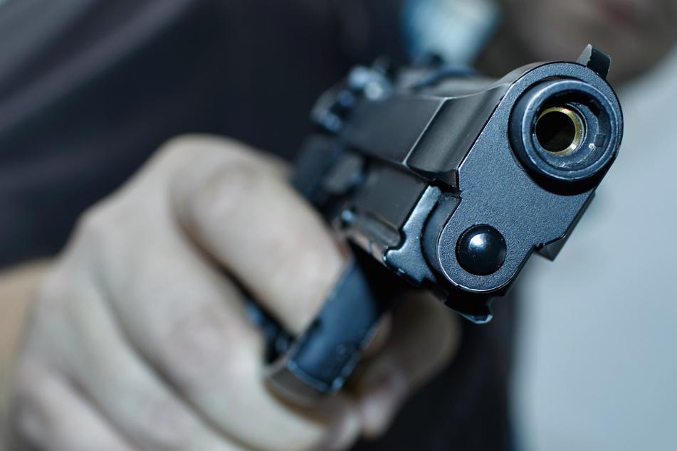 Mann (23) will Auto verkaufen, doch Kunde zieht plötzlich Pistole