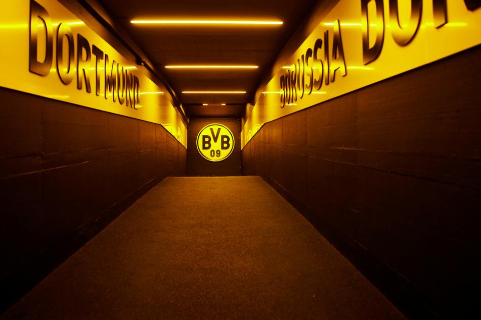 Borussia Dortmund hat sich mit Soumaila Coulibaly (17) ein großes Abwehrtalent gesichert. (Symbolbild)