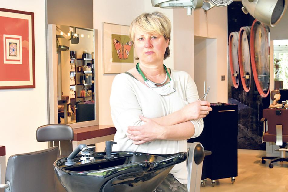 Grit Neumann (50) in ihrem noch geschlossenen Salon.