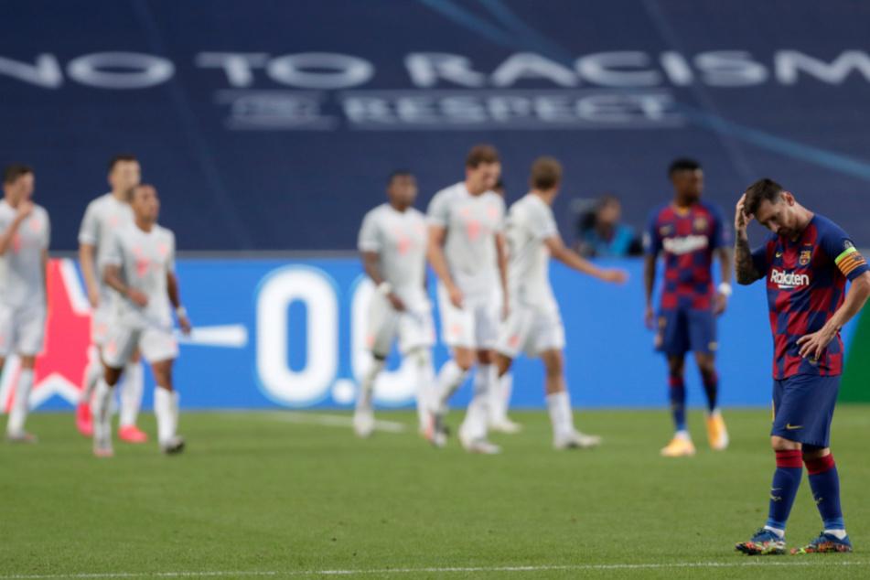 Die Truppe um Lionel Messi (r) wurde streckenweise von den Bayern überrumpelt.