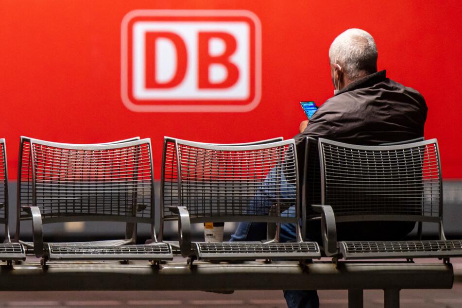 Der Streik der Gewerkschaft Deutscher Lokomotivführer hat auch am Freitagmorgen für Zugausfälle und -verspätungen in Bayern gesorgt.