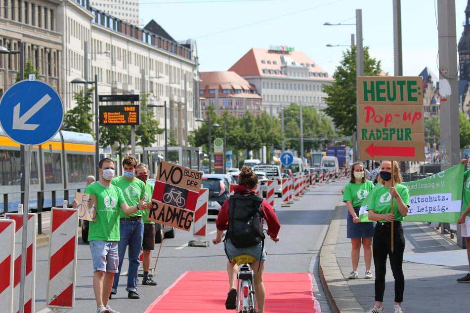 Zum Weltfahrradtag im vergangenen Juni waren auf Leipzigs Straßen auch schon einige Pop-Up-Radwege entstanden, wie hier im Ranstädter Steinweg. (Archivbild)