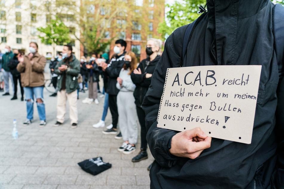 Frankfurt: Nach Gewalteskalation am 1. Mai: Dutzende belagern Polizeipräsidium in Frankfurt