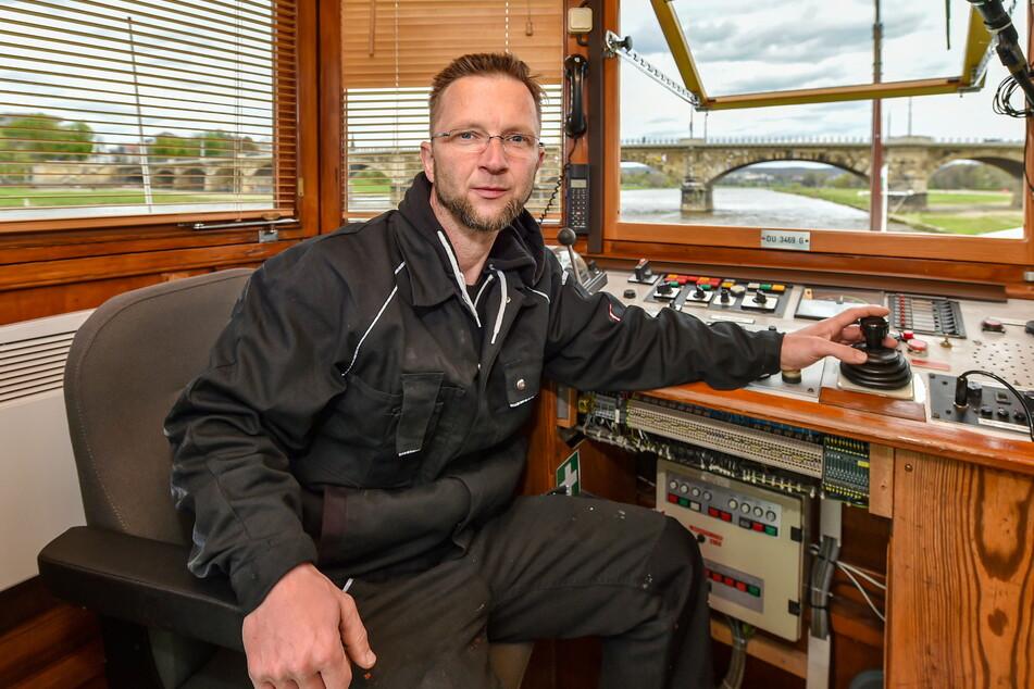 Kapitän Marco Bellmann (42) freut sich schon darauf, wieder mit Passagieren ablegen zu können.