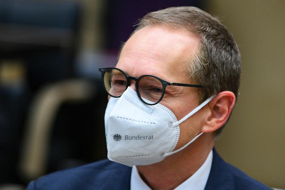 Berlins Regierender Bürgermeister Michael Müller (56, SPD) will einem Bericht zufolge verhindern, dass Astrazeneca-Impfdosen in der Hauptstadt ungenutzt bleiben.