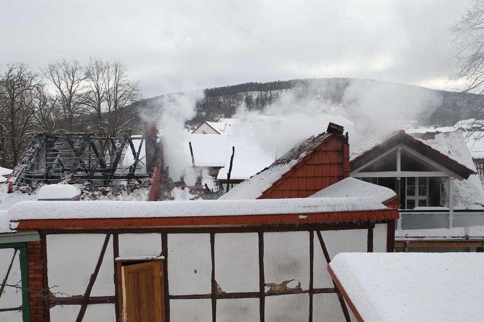 Die drei betroffenen Häuser sind laut Feuerwehr vorerst nicht mehr bewohnbar.