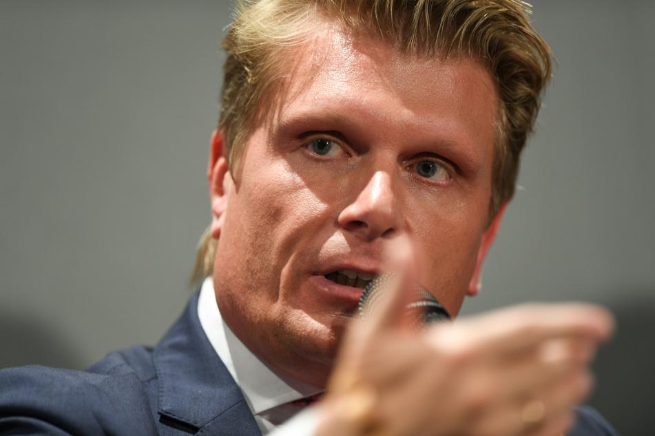 Der Tourismusbeauftragte der Bundesregierung, Thomas Bareiß (45, CDU), hat vor weiteren drastischen Einschränkungen des Flugverkehrs gewarnt.