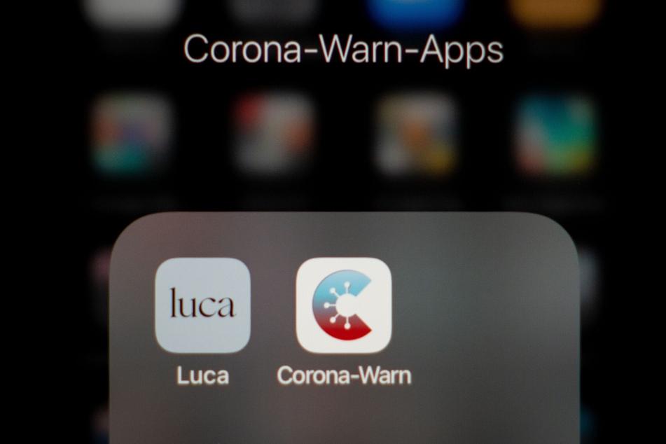 Im Gegensatz zu Luca registriert die Corona-Warn-App nur anonymisiert Kontakte bei der vergleichbaren Check-In-Funktion.