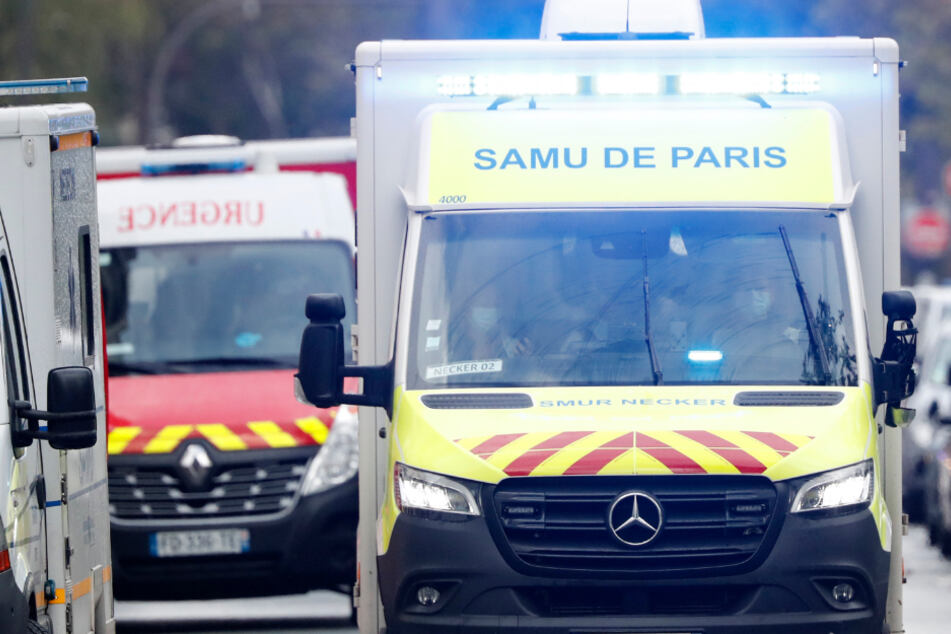Blutender Mann bittet in Café um Hilfe: Polizei findet vier tote Kinder und weitere Leiche!