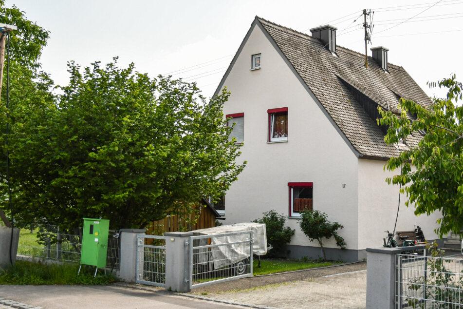 Nach dem Tod der Jugendlichen in diesem Haus in Nordendorf, steht die Kripo weiter vor einem Rätsel.