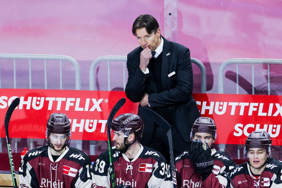 Cheftrainer Uwe Krupp (55) war von der Leistung seiner Mannschaft enttäuscht. Erneut viel zu harmlos präsentierten sich die Kölner Haie auf eigenem Eis. (Archivfoto)
