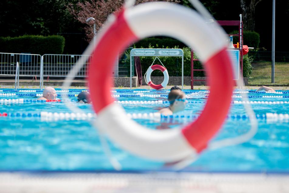 Zwei junge Schwimmschüler sollen 2019 sexuell missbraucht worden sein. (Symbolbild)