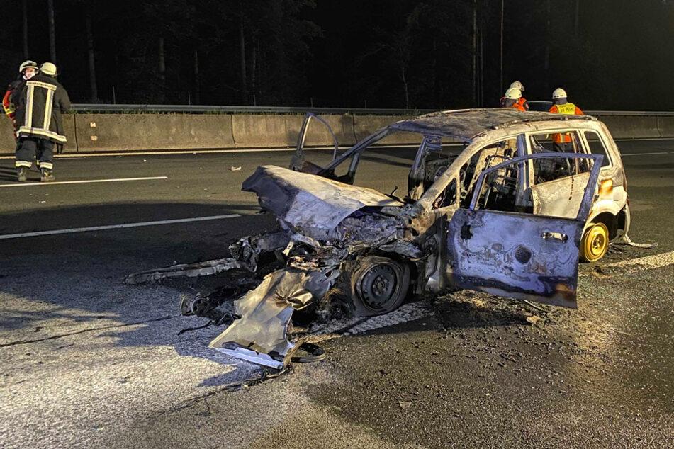 Das Auto wurde durch den Unfall völlig zerstört.
