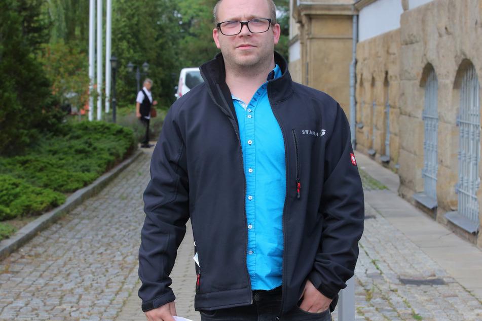 Opfer Markus H. (34) wurde vom Kia des Rentners auf die Haube geladen.