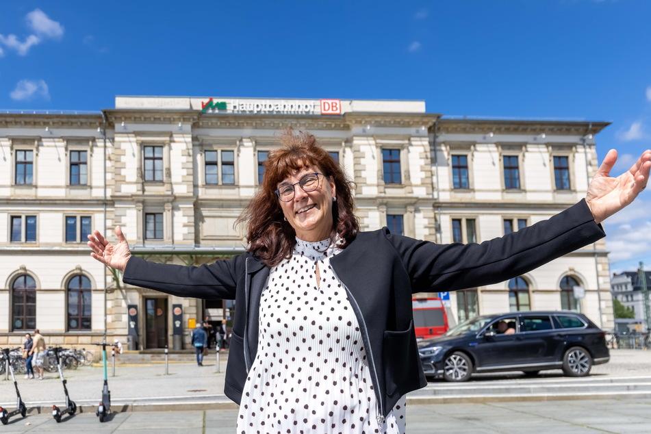 Bahnhofsmanagerin Ute Stuhr (58) will die Kulturhauptstadt-Gäste in einem frisch sanierten Hauptbahnhof begrüßen.