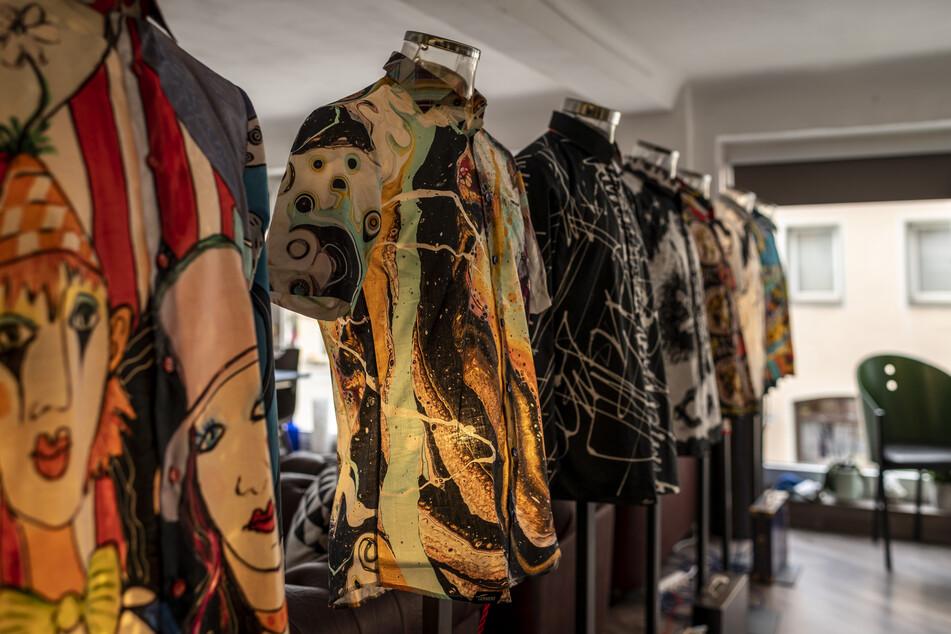 Eine Galerie der Hemden ist noch bis 10. September in Annaberg-Buchholz zu sehen.