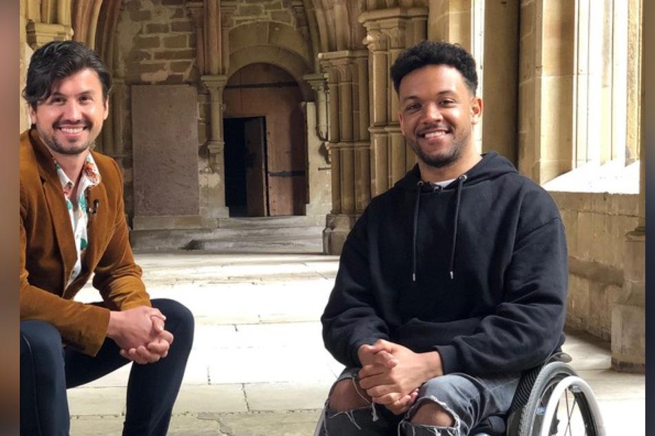 Youtuber Leeroy Matata (r.) hat sich für seine SWR-Sendung mit Alex getroffen.