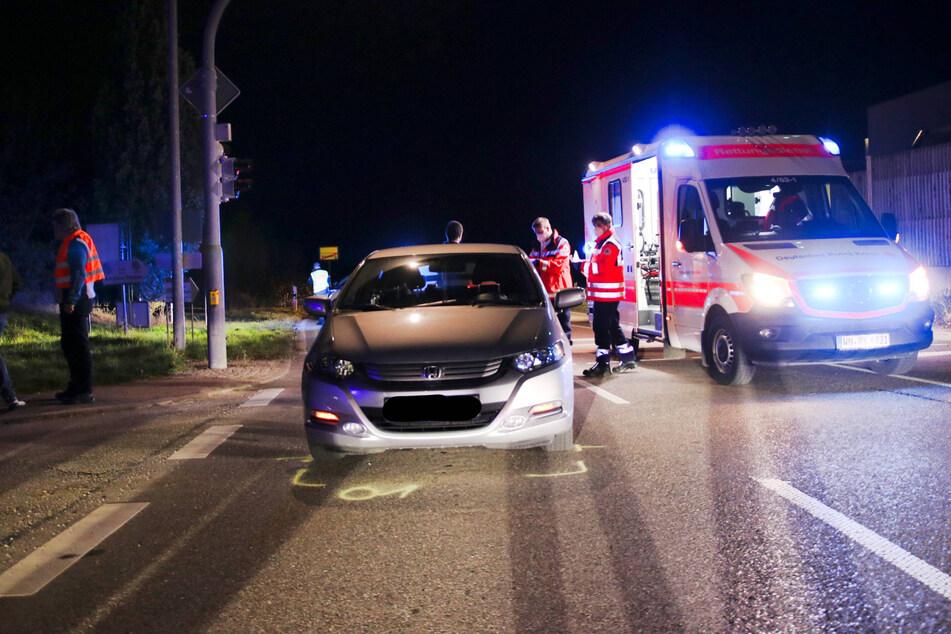 Schwerer Unfall! Autofahrer erfasst Mutter und Kind