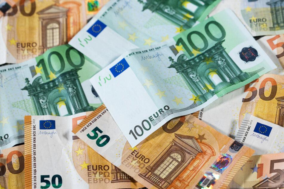 Ob Mindestlohn oder Rente, der Ausgang der Bundestagswahl entscheidet bei sehr vielen Menschen auch über sehr viel Geld. (Symbolbild)