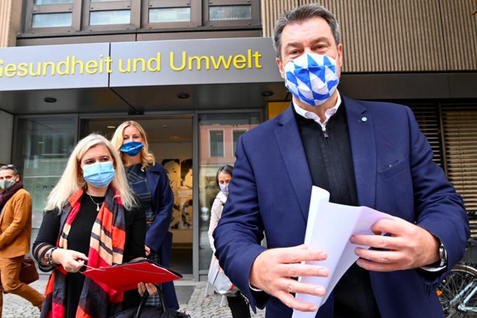 Melanie Huml (45, CSU), Staatsministerin für Gesundheit und Pflege, und Markus Söder (53, CSU), Ministerpräsident von Bayern, informieren sich über das Kontaktpersonen-Management der bayerischen Landeshauptstadt.