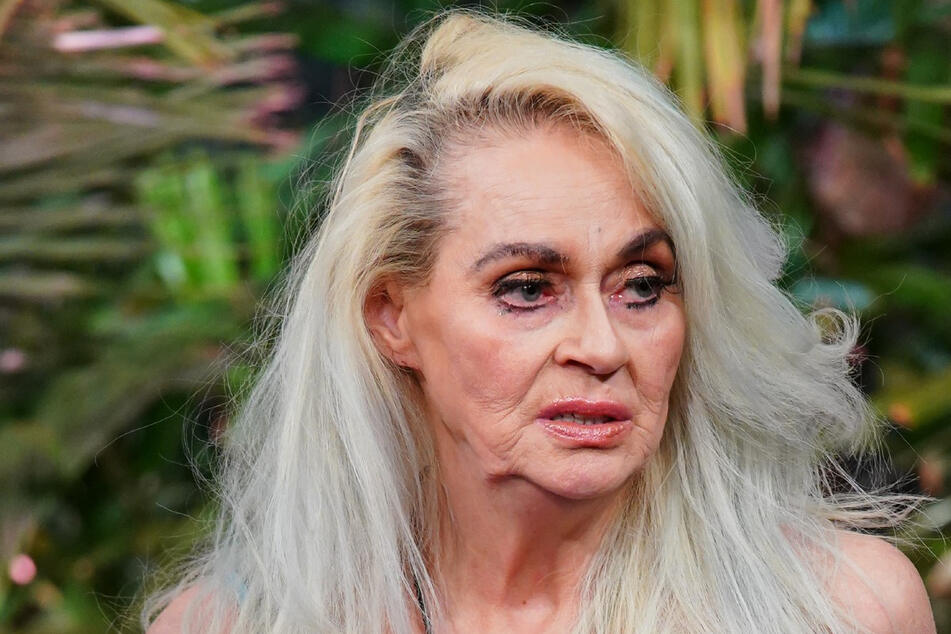 """Letzter Tag für """"Miss Juni 1977"""" Bea (63)? Sie trauert ihrer Schönheit nach, wähnt sich aber """"optisch wie eine 48-Jährige"""". Ihr Seelen-Striptease ist traurig heut'."""