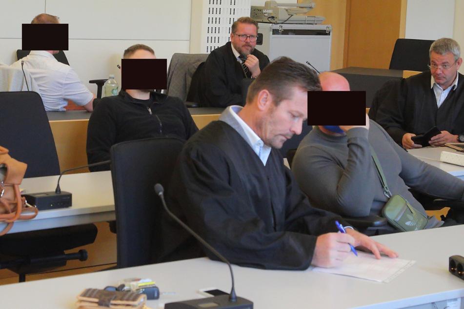 Die Angeklagten René H. (34, vorn), Christian L. (31) und René V. (36, hinten).