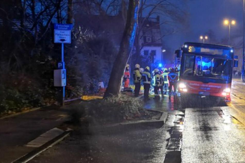 Unfall-Drama: 18-Jährige wird von Linienbus überfahren und stirbt!