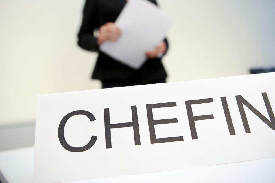In den kommunalen Unternehmen der bayerischen Großstädte finden sich selten Frauen in Top-Positionen. (Symbolbild)