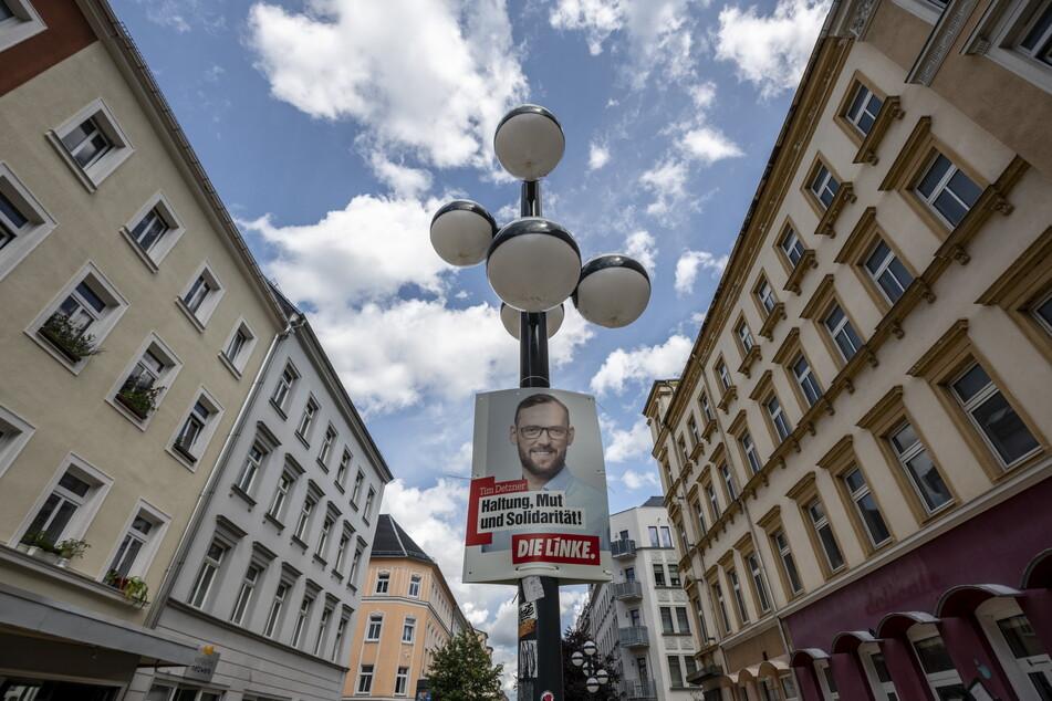 Auf dem Brühl hängen Wahl-Plakate von Bundestagskandidat Tim Detzner (42, Linke).