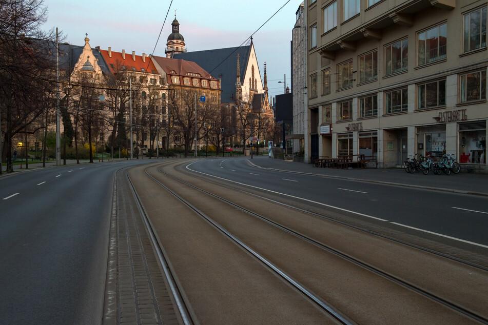 Leipzigs Stadtrat will eine Radspur auf Teilen des Dittrichrings einrichten. Zunächst soll das Vorhaben jedoch geprüft werden.