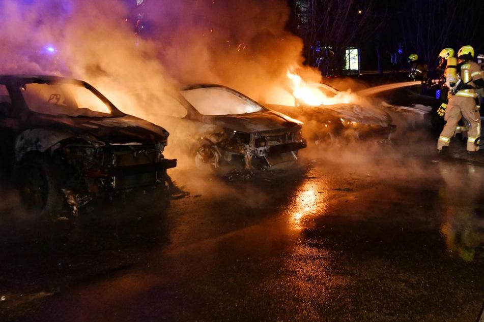 Berlin: Fünf Autos in Berlin abgefackelt, darunter auch ein Diplomatenwagen!