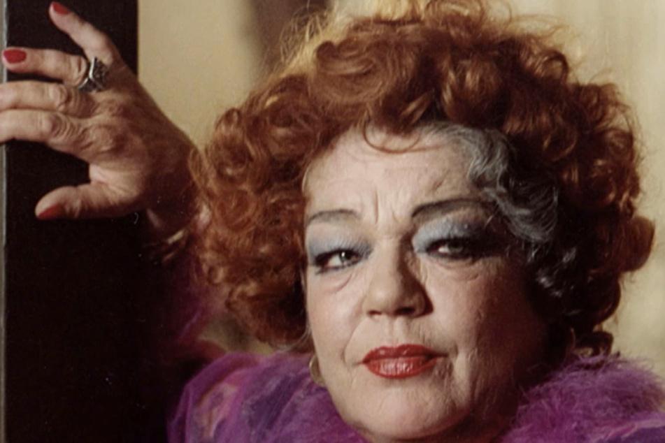 1978 erhielt sie den César als beste Darstellerin in Madame Rosa. Sie verkörperte hier eine ehemalige Prostituierte, die in einem Mietshaus einen Kindergarten für die Kinder von verlassenen Prostituierten unterhält.
