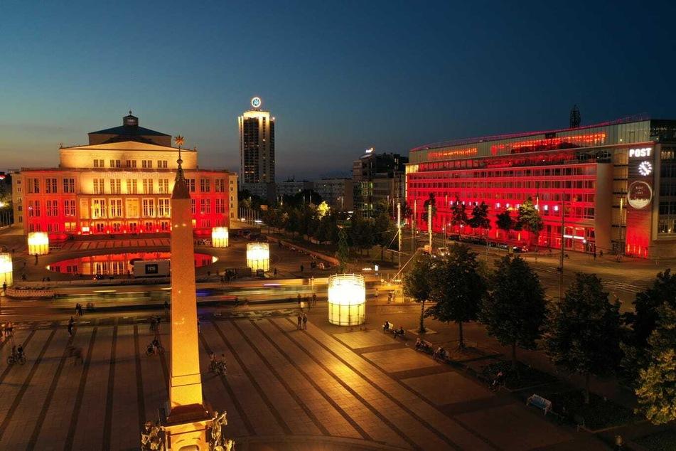 In Leipzig erstrahlten Montagnacht die Gebäude in rot.
