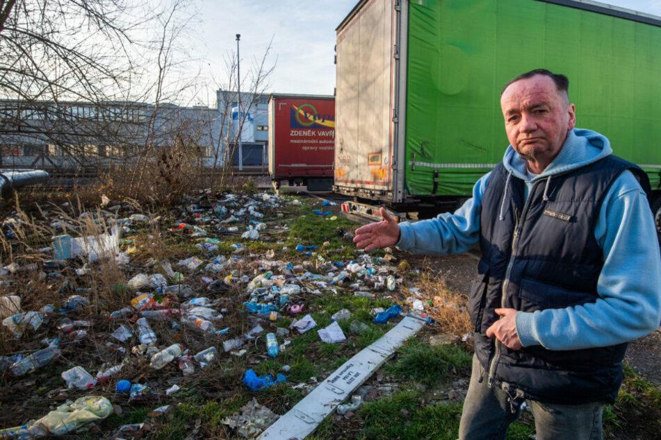 Ulf Lauterbach hat die Müllberge in der Paul-Gruner-Straße angeprangert - die Stadt reagierte.