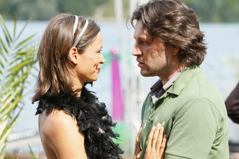 Rolf Jäger (gespielt von Stefan Franz) in einer früheren Szene mit Pia (Yvonne de Bark).
