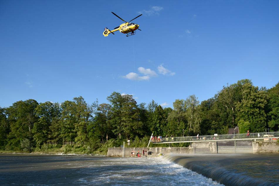 Auch Hubschrauber mussten zur Rettung an der Isar eingesetzt werden.